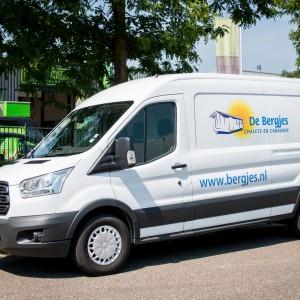 Busbelettering Ford Transit - De Bergjes Caravans & Chalets, Heibloem