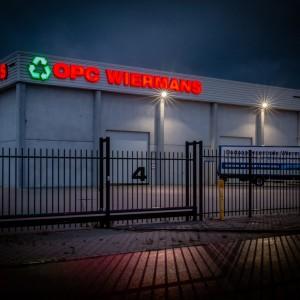 Lichtreclame uitgevoerd in doosletters - OPC Wiermans, Weert