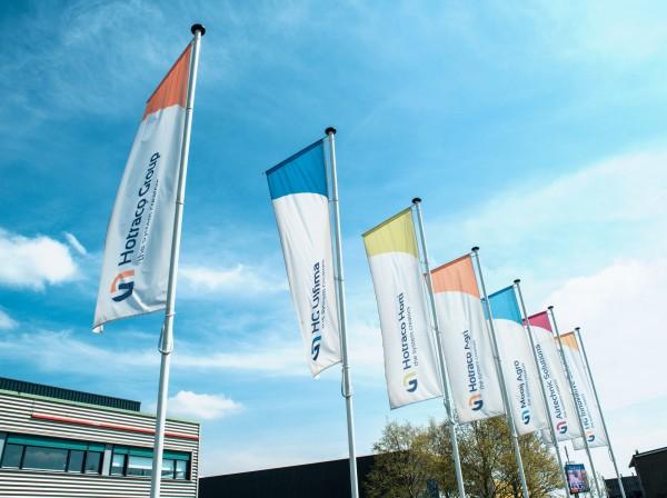 Vlaggen en masten - Hotraco Group, Horst