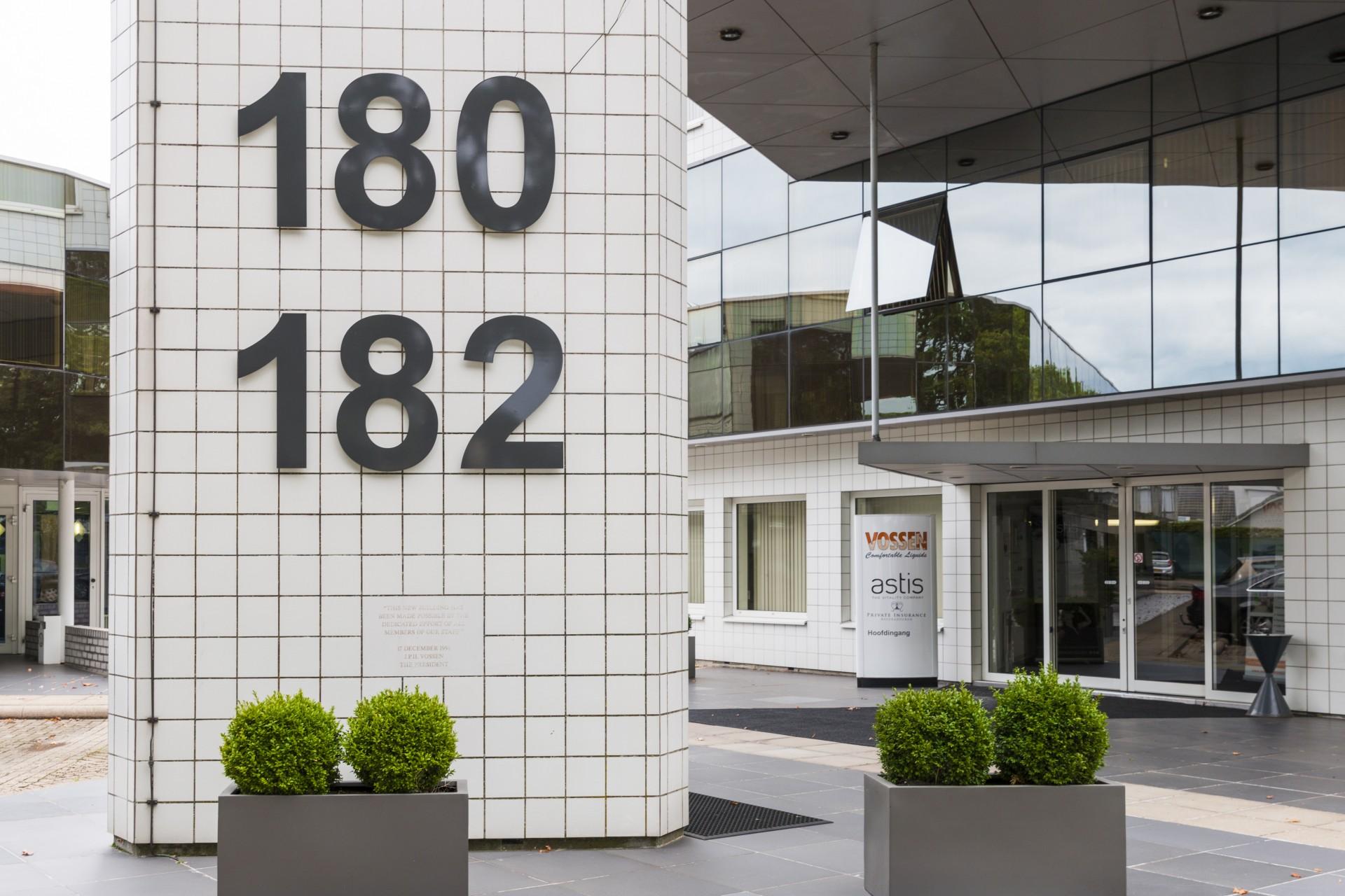 Huisnummers uitgevoerd in Freesletters - Vossen Laboratories Group B.V., Weert
